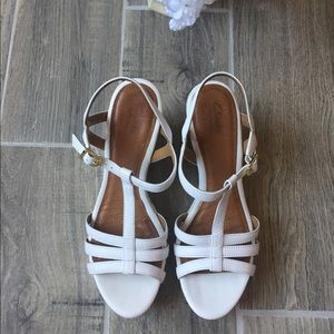 dba8873bde37 Clarks Shoes - CLARKS Artisan White Sandals Wedges Sz 9M